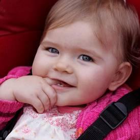 hurra hurra der erste zahn ist da zahnpflege bei kleinkindern bei familie. Black Bedroom Furniture Sets. Home Design Ideas